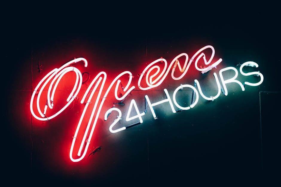 Leuchtschrift Wird Seit Jahrzehnten In Bars Nachtklubs Oder Restaurants Verwendet
